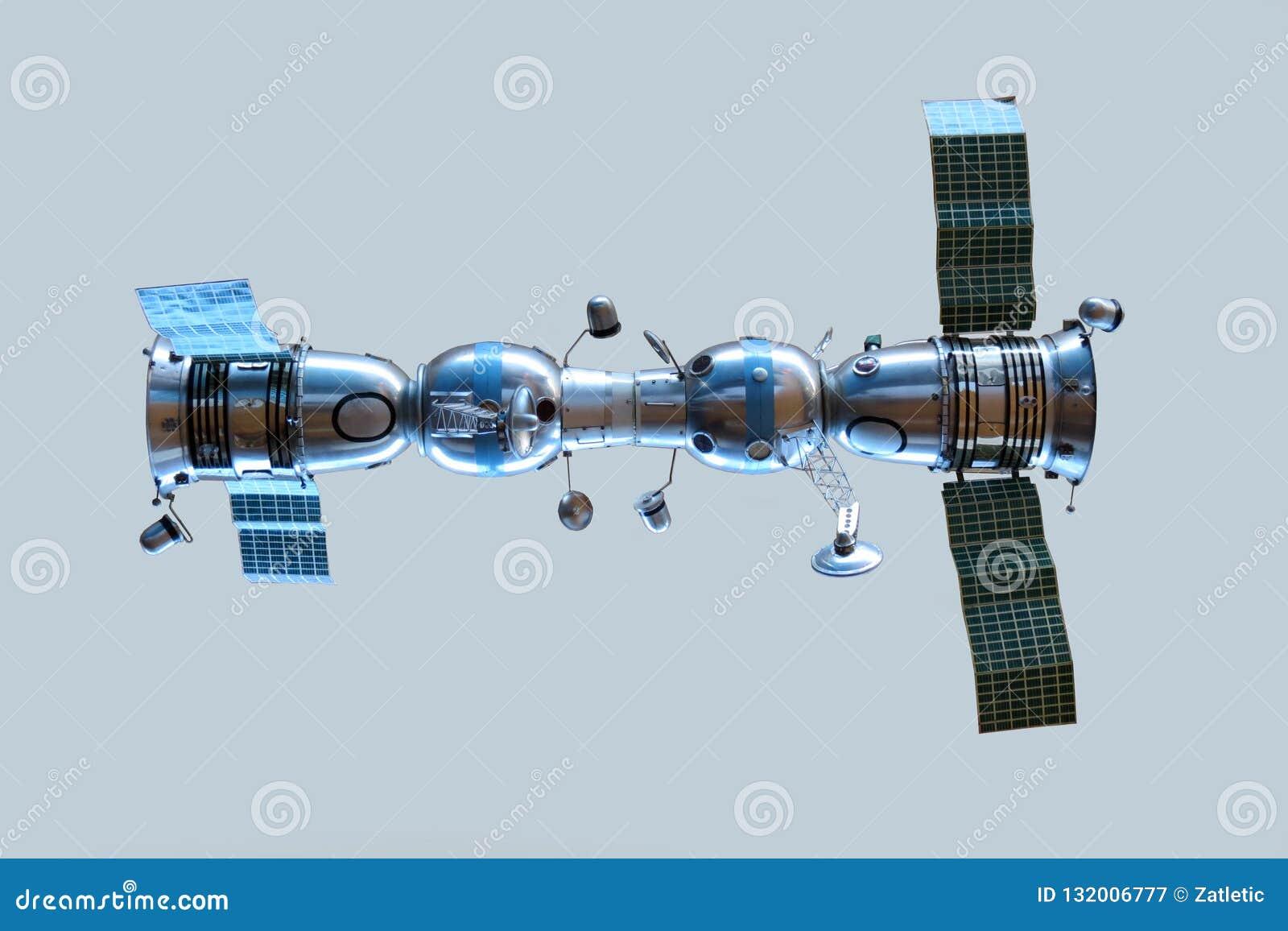 Модель соединенных космических кораблей Soyuz 4 и Soyuz 5