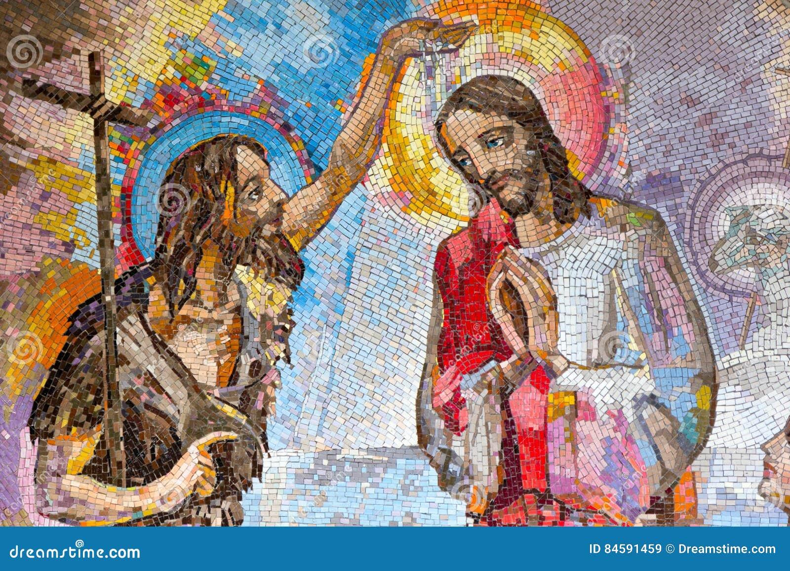 Мозаика крещения Иисуса Христоса St. John баптист как первая светящая тайна