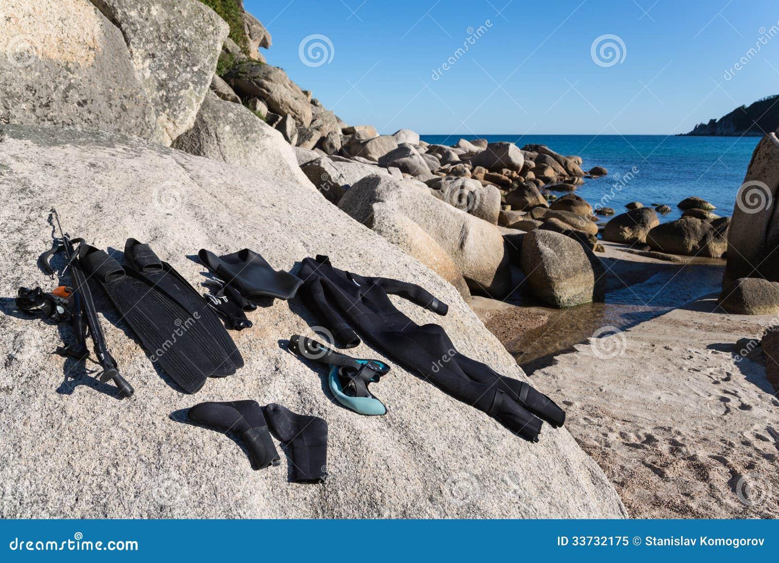 Мокрая одежда и оружие для подводного звероловства