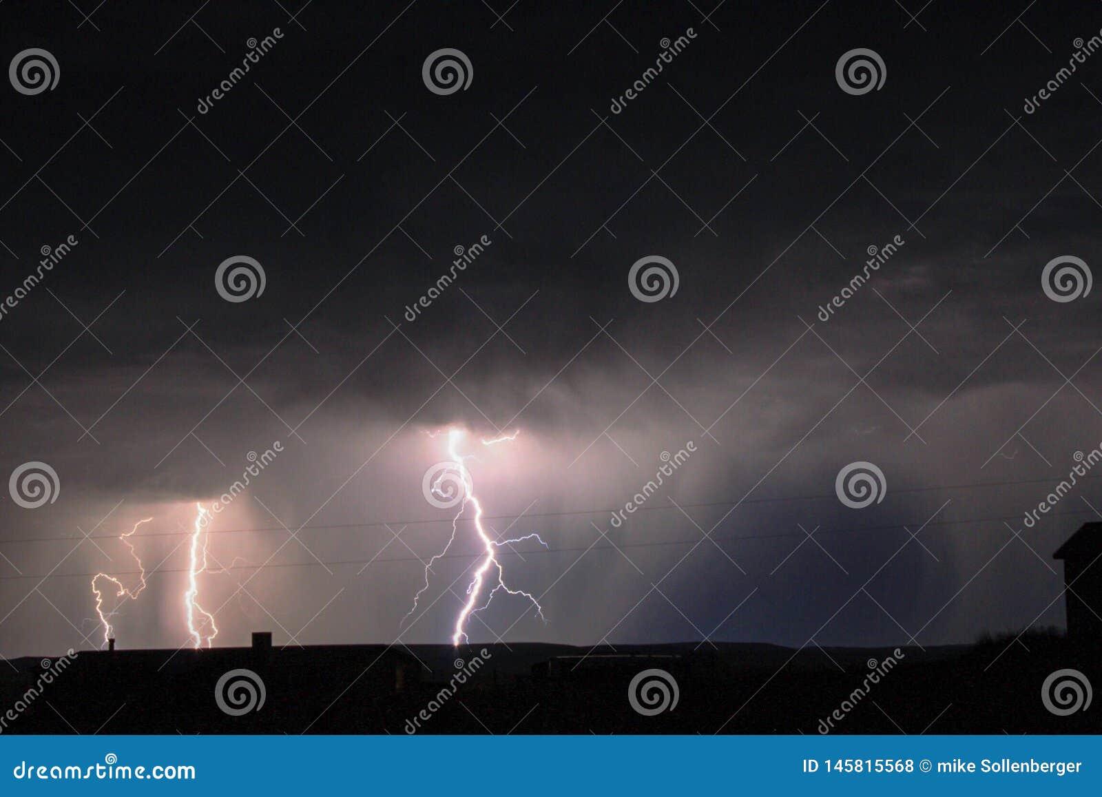 Молния вечером
