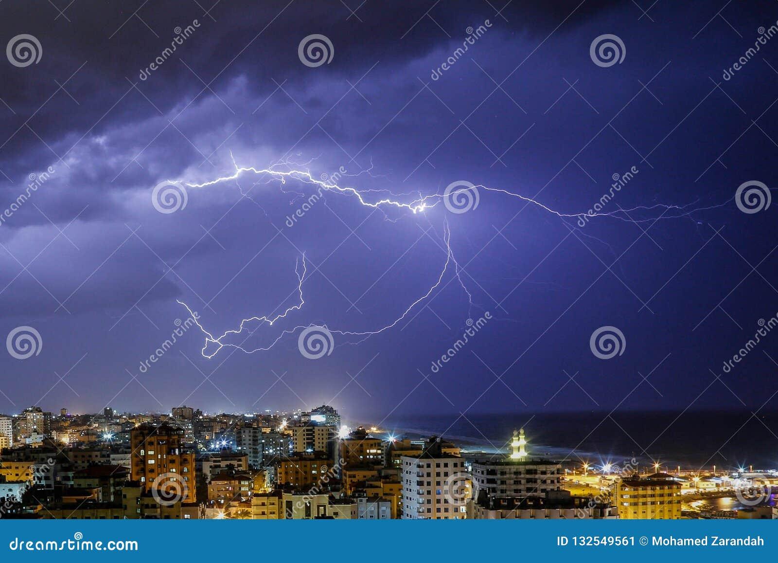 Молния увиденная в городе Газа