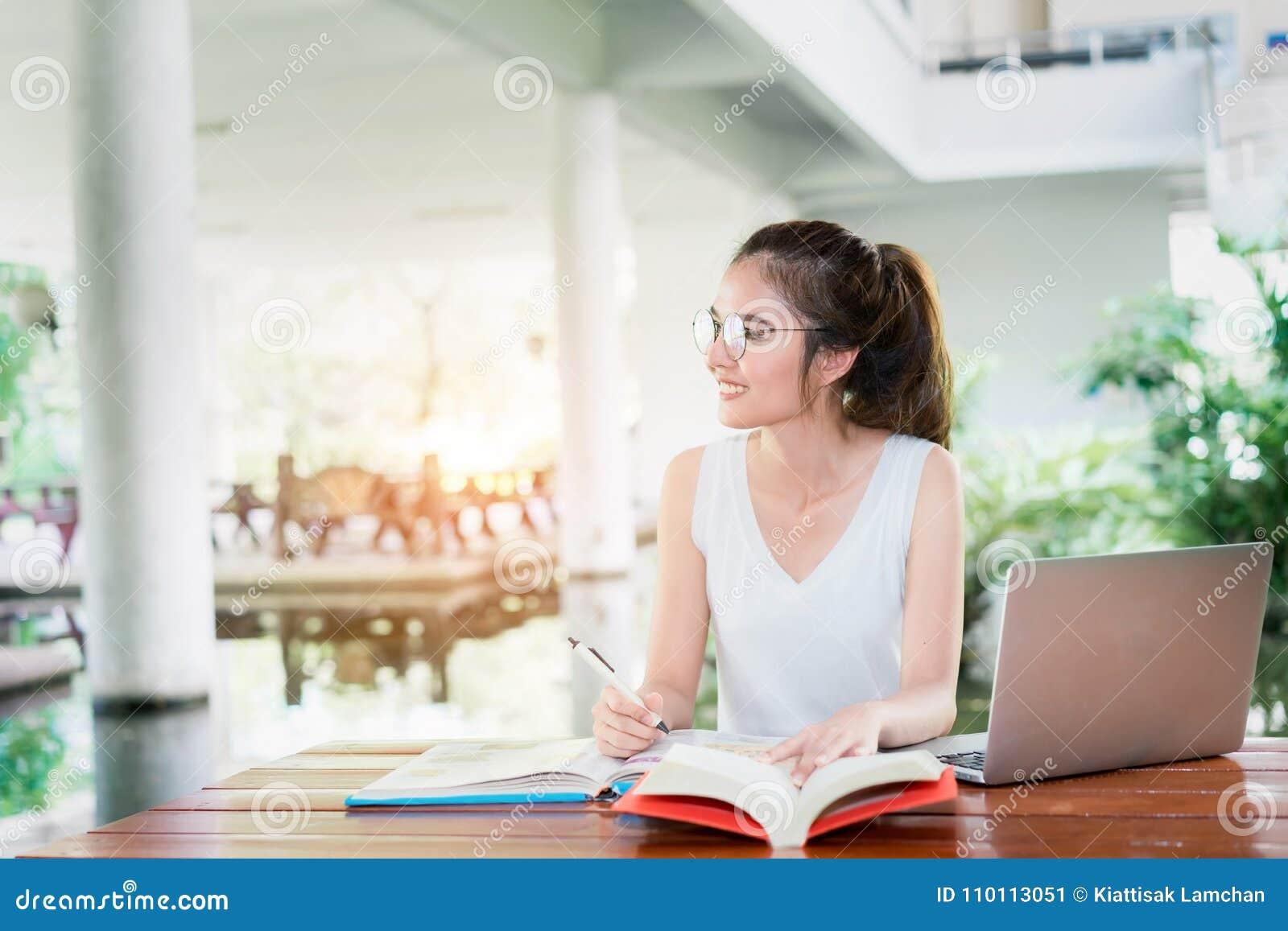 домашняя работа девушки