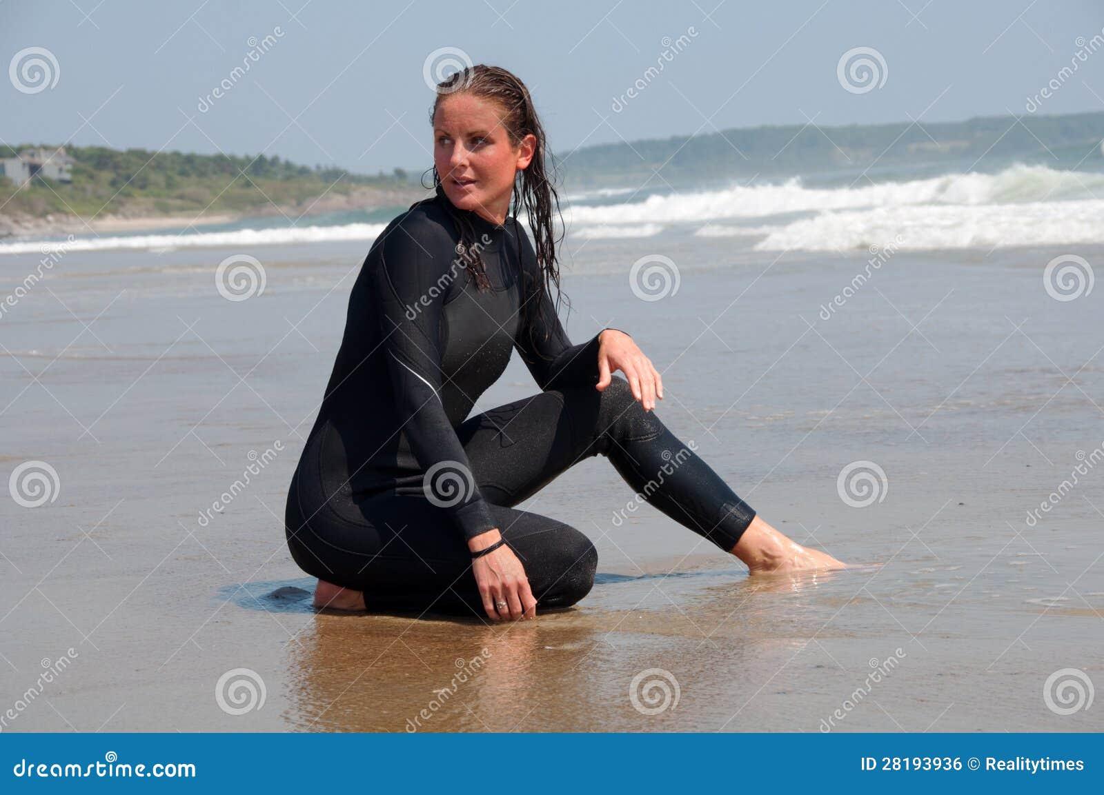 Женщины мокрой одежде картинки фото 743-624