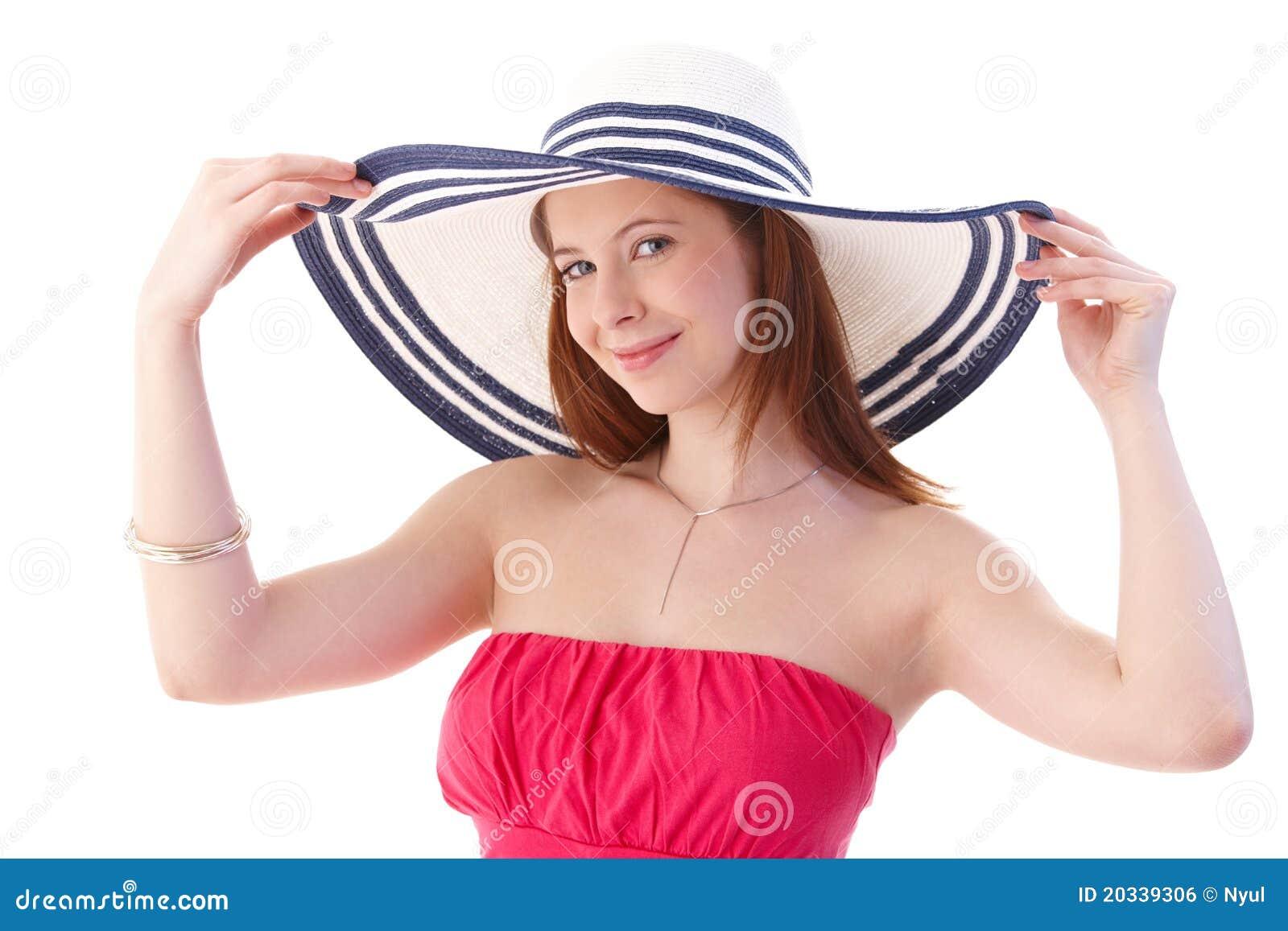 Молодая женщина в шикарный усмехаться шлема