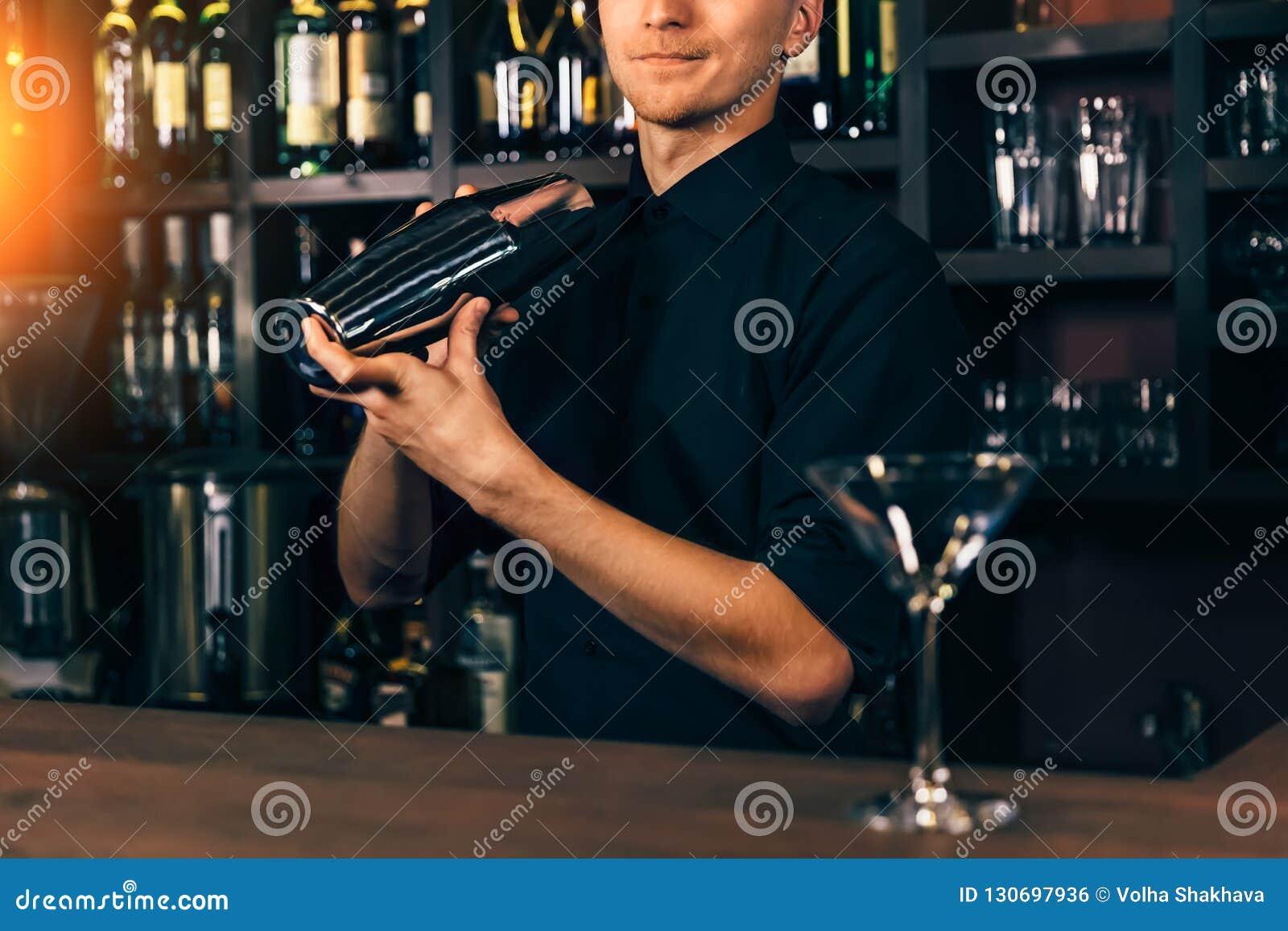 бармен работа ночной клуб