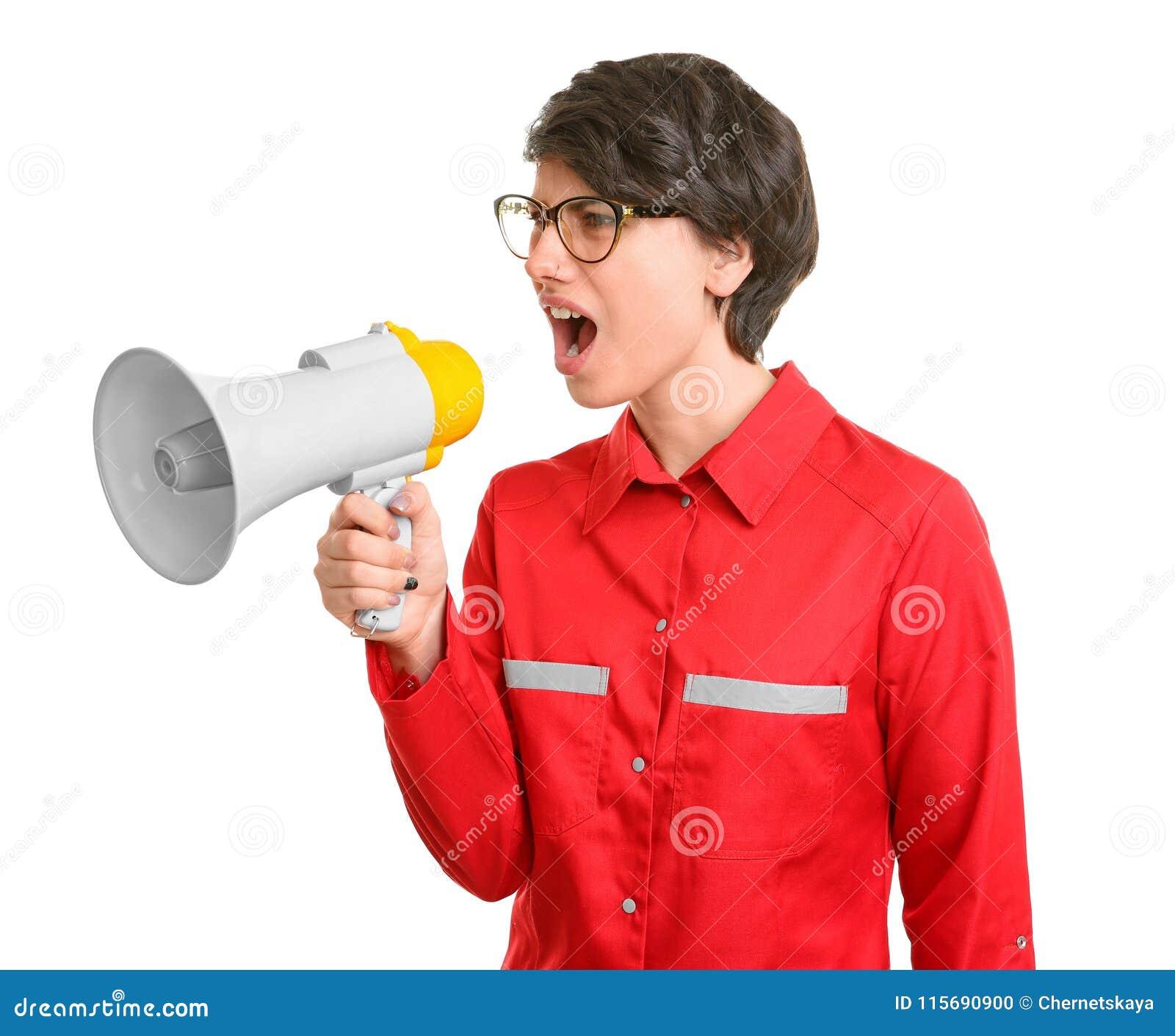 Молодой женский доктор крича в мегафон