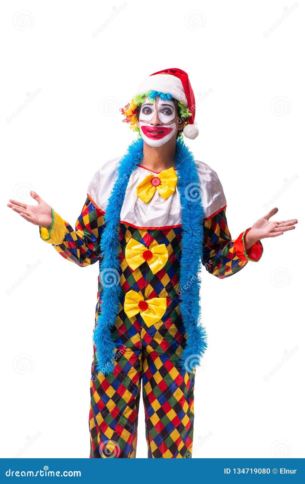Молодой смешной комедийный актер клоуна изолированный на белизне