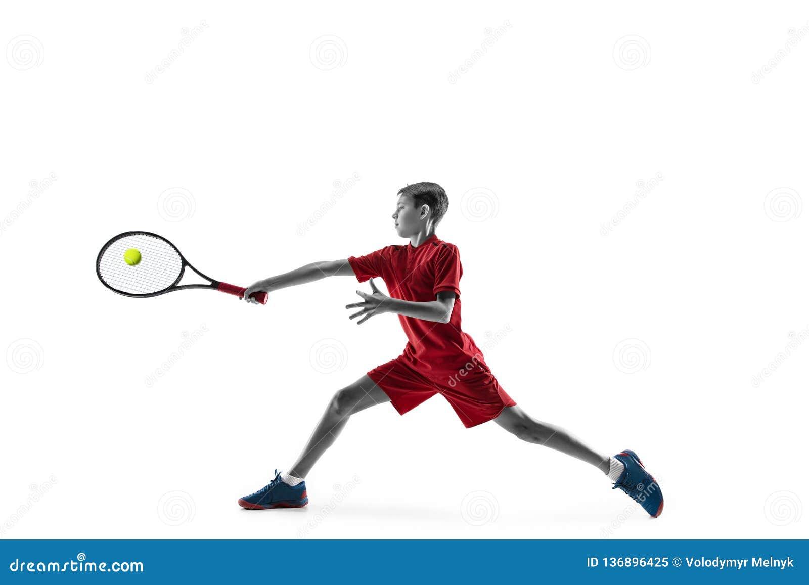Молодой теннисист изолированный на белизне
