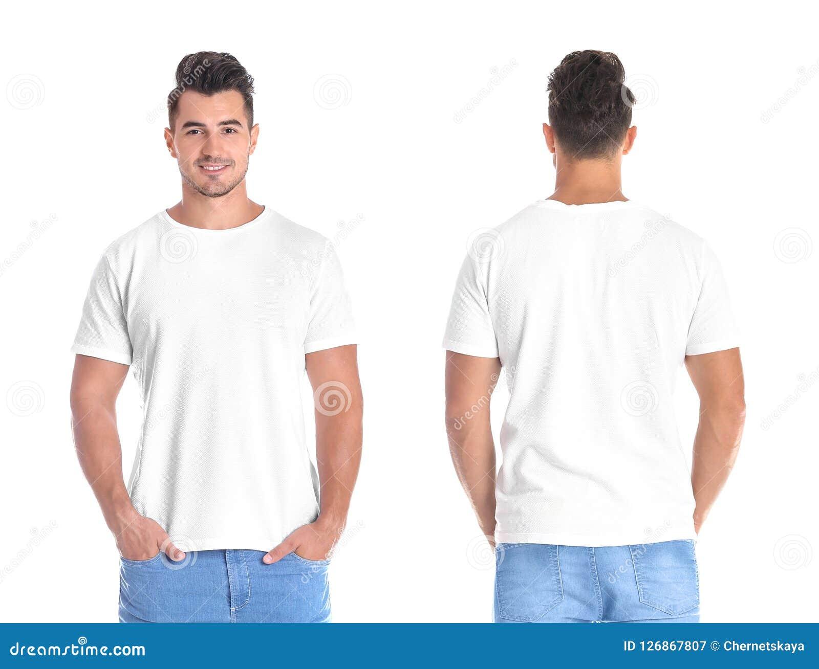 Молодой человек в пустой футболке на белой предпосылке