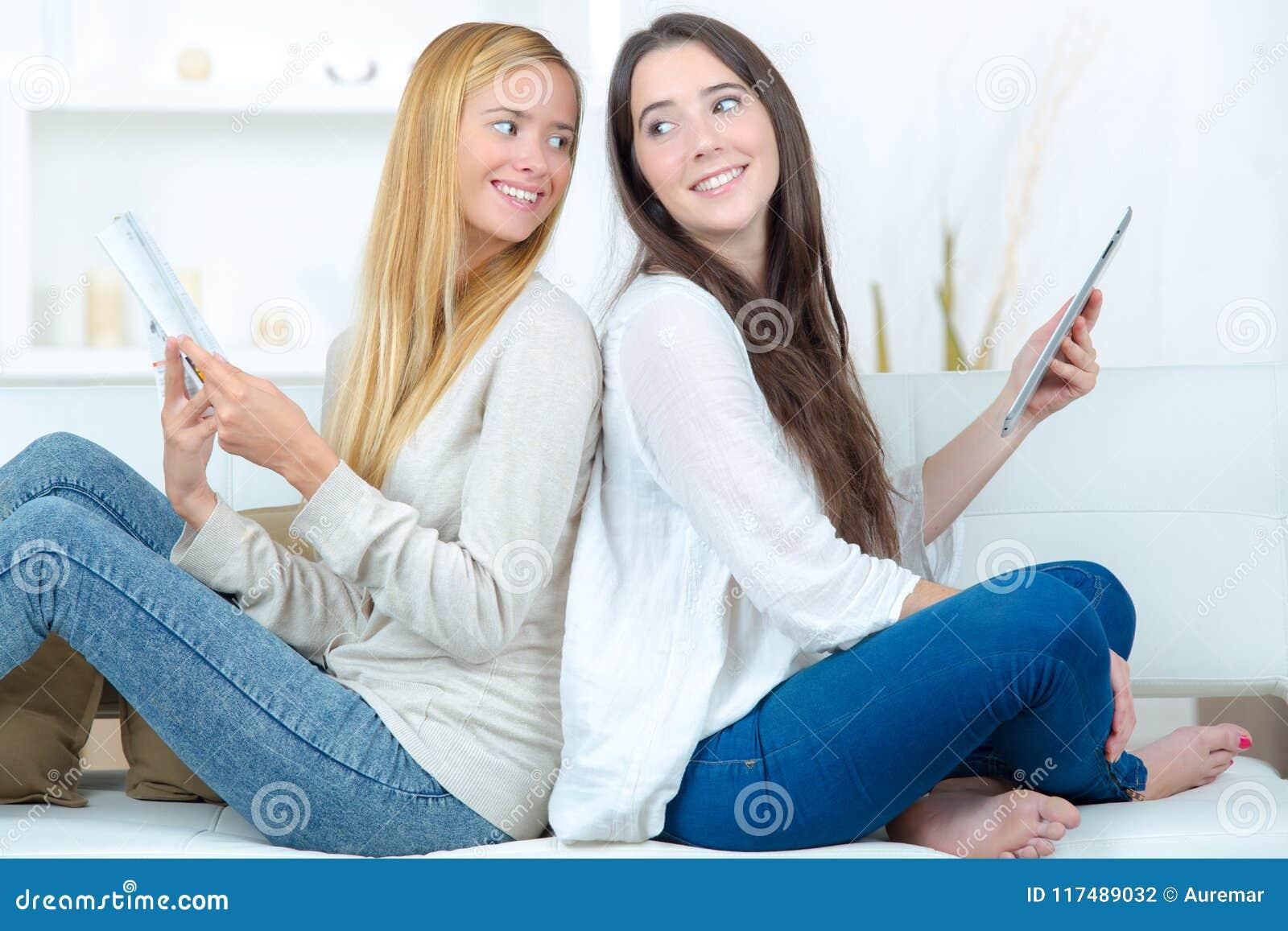Молодые с дамами, смотреть домохозяйки сосущие член