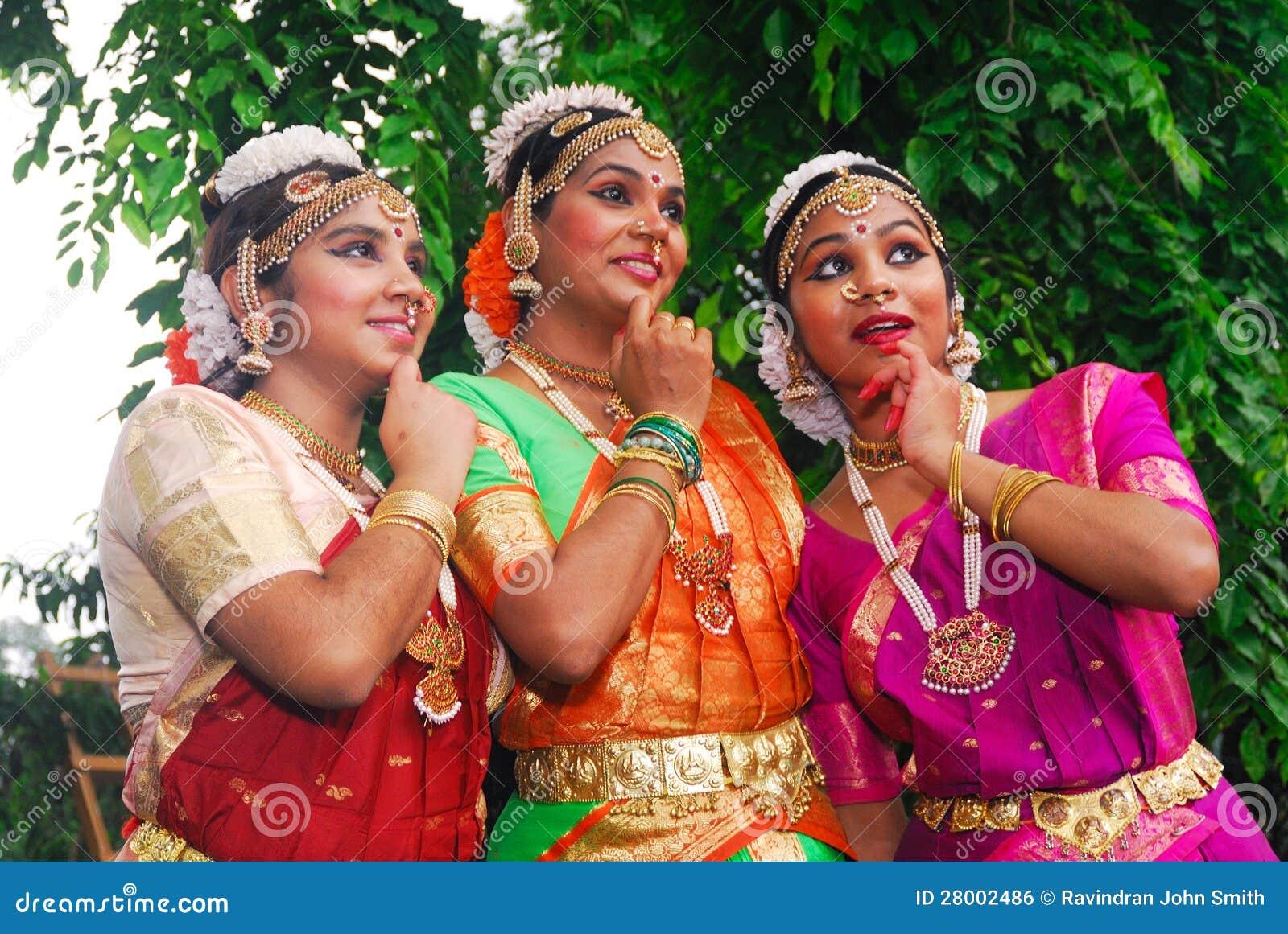 молодые индийские девушки