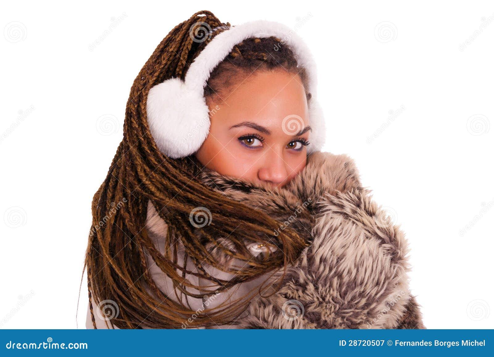 Молодые красивейшие африканские женщины изолировали предпосылку