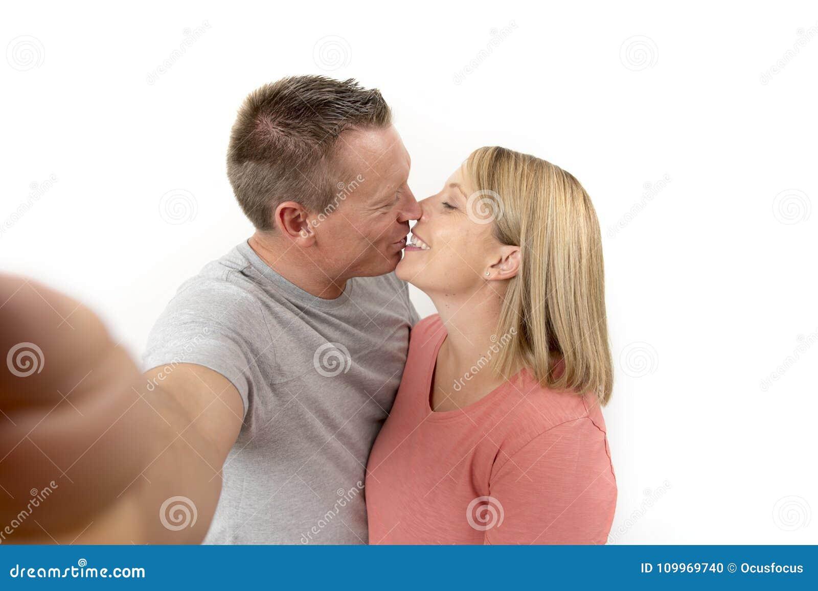 Пара и подружка жены