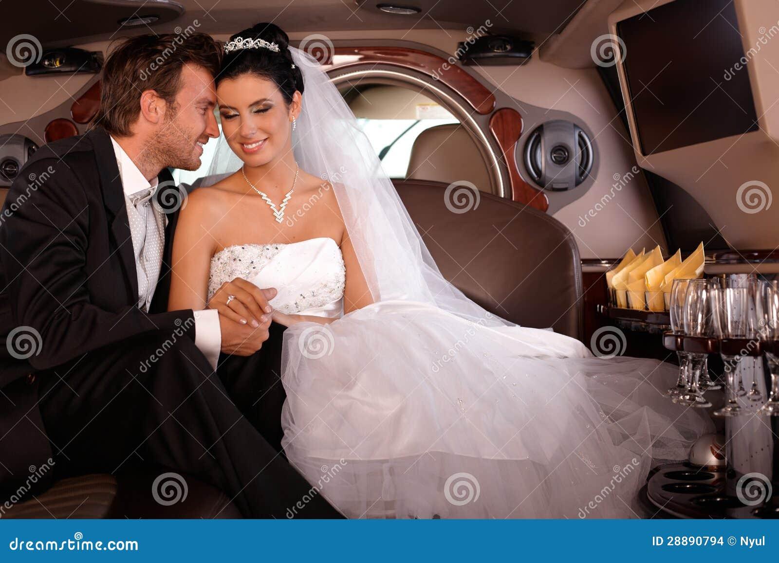 Молодые пары на венчани-дне
