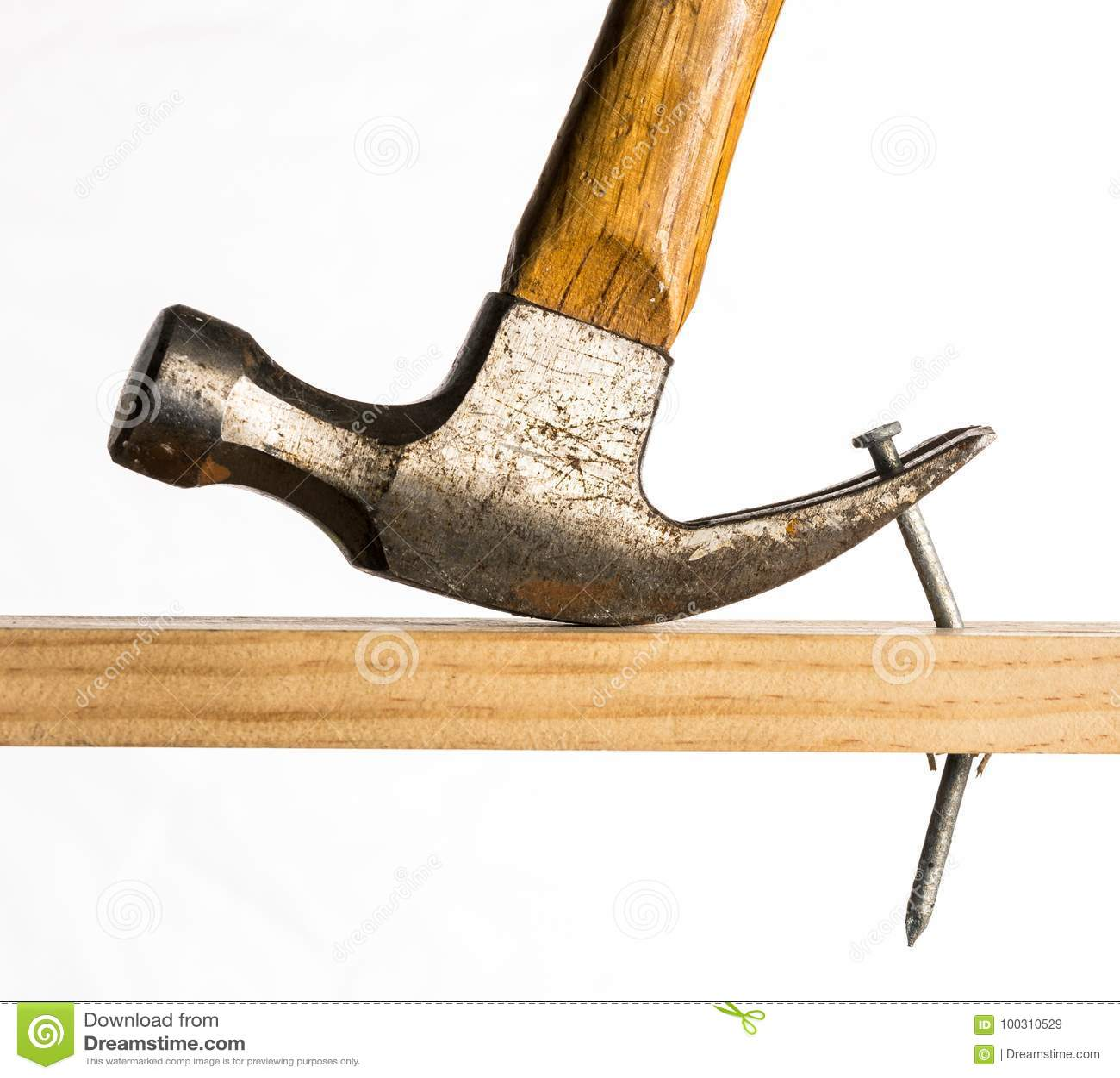 Молоток с раздвоенным хвостом извлекая ноготь