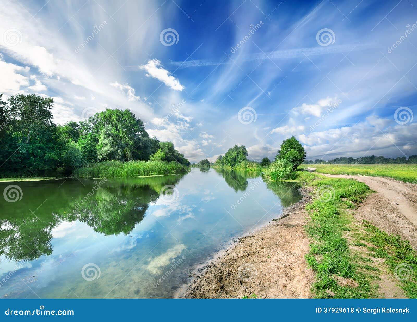 Молчаливое голубое река