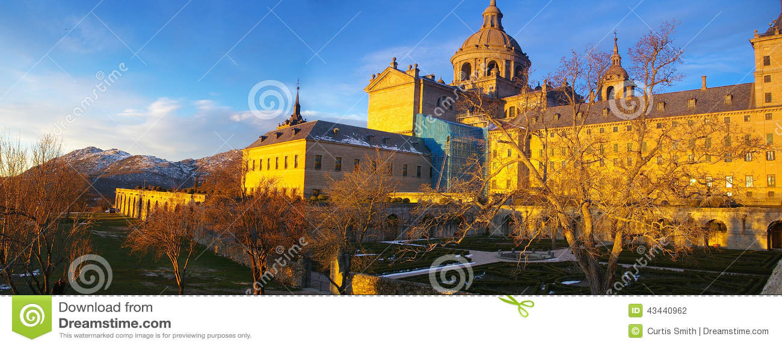 Монастырь на San Lorenzo de El Escorial в Испании