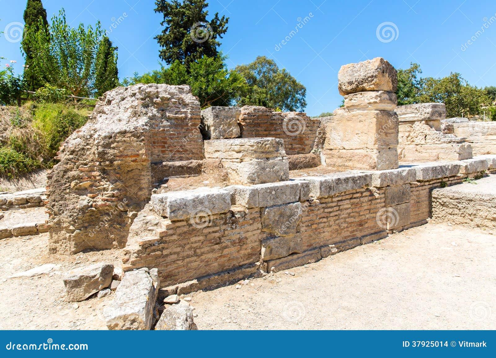 Монастырь (friary) в долине Messara на острове Крита в Греции.
