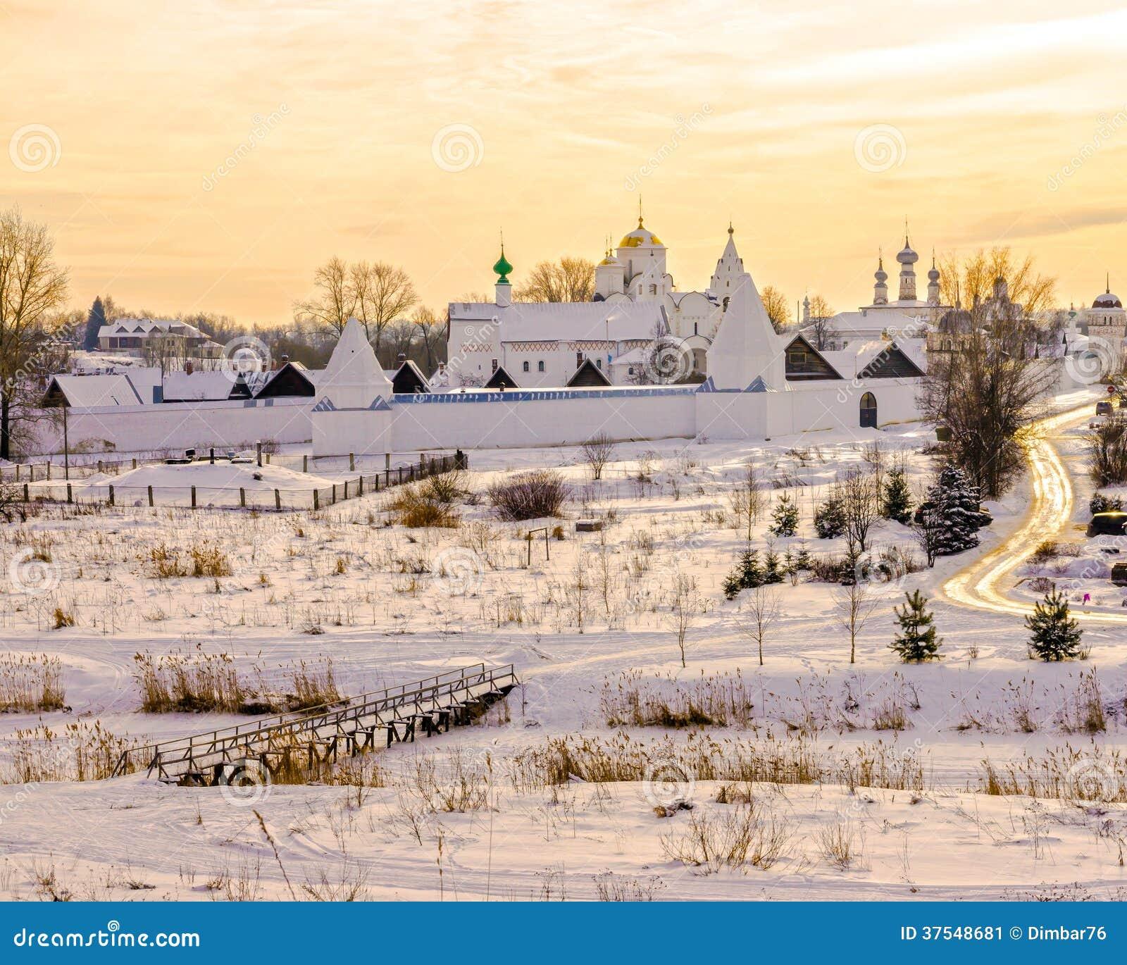Монастырь Pokrovsky в Suzdal. Россия