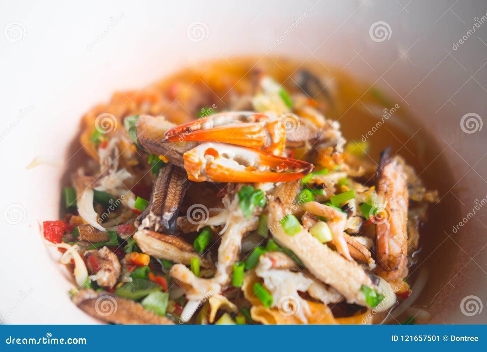 Морепродукты Том лапшей yum с когтем