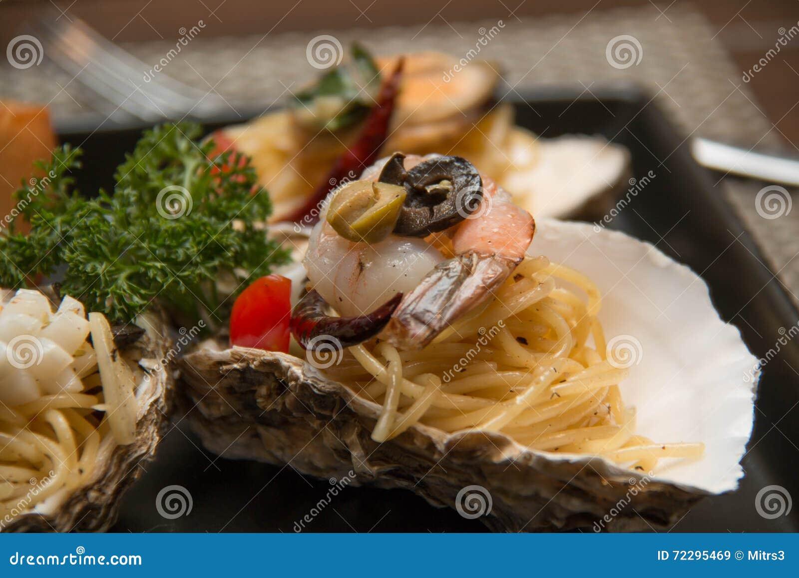 Download Морепродукты спагетти макаронных изделий очень вкусные в раковине Стоковое Изображение - изображение насчитывающей море, спагетти: 72295469