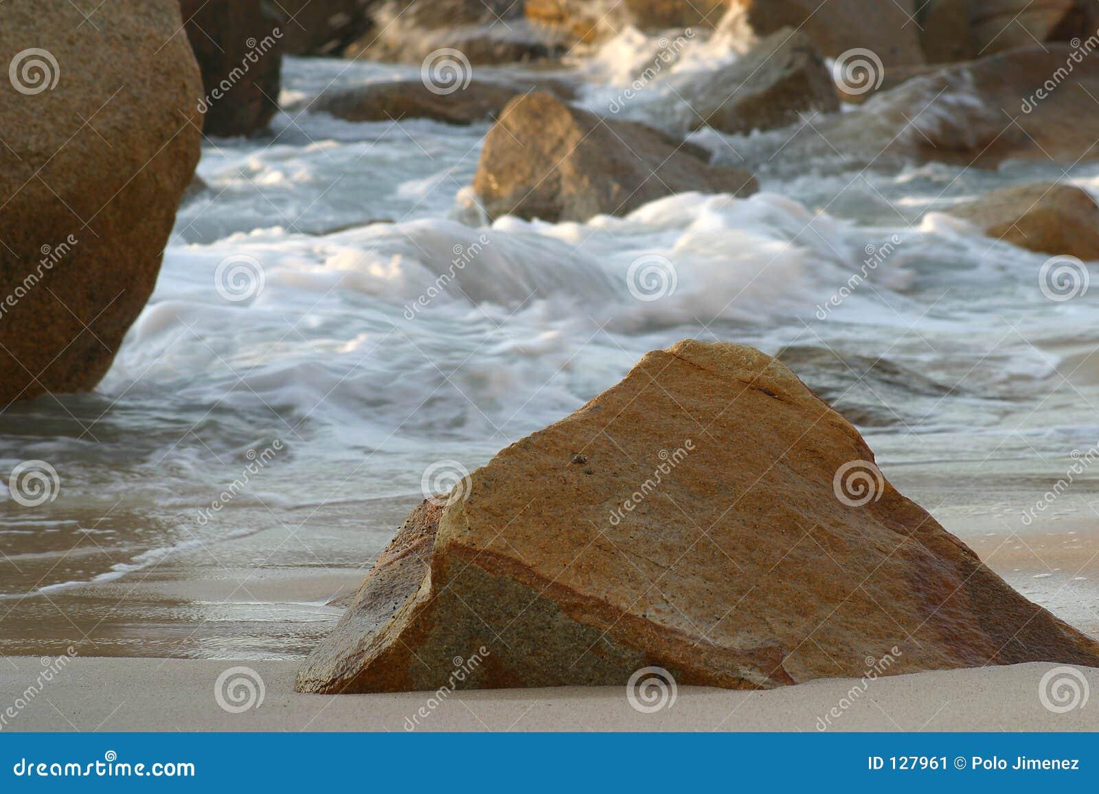 море валунов