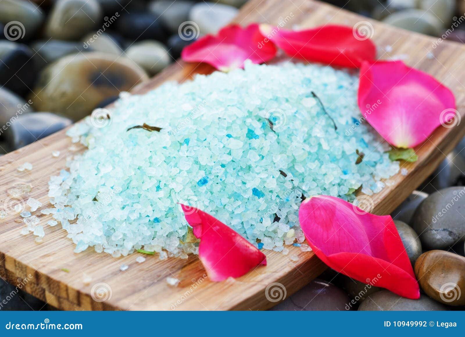 море соли лепестков розовое