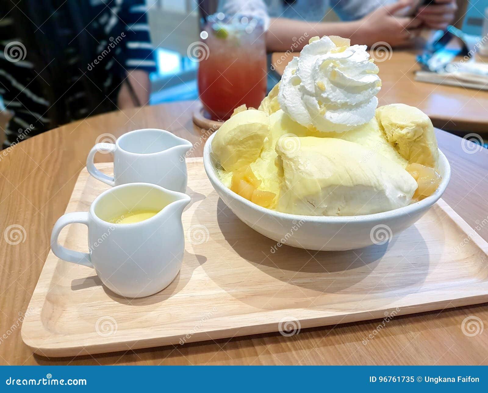 Мороженое покрытое с дурианом