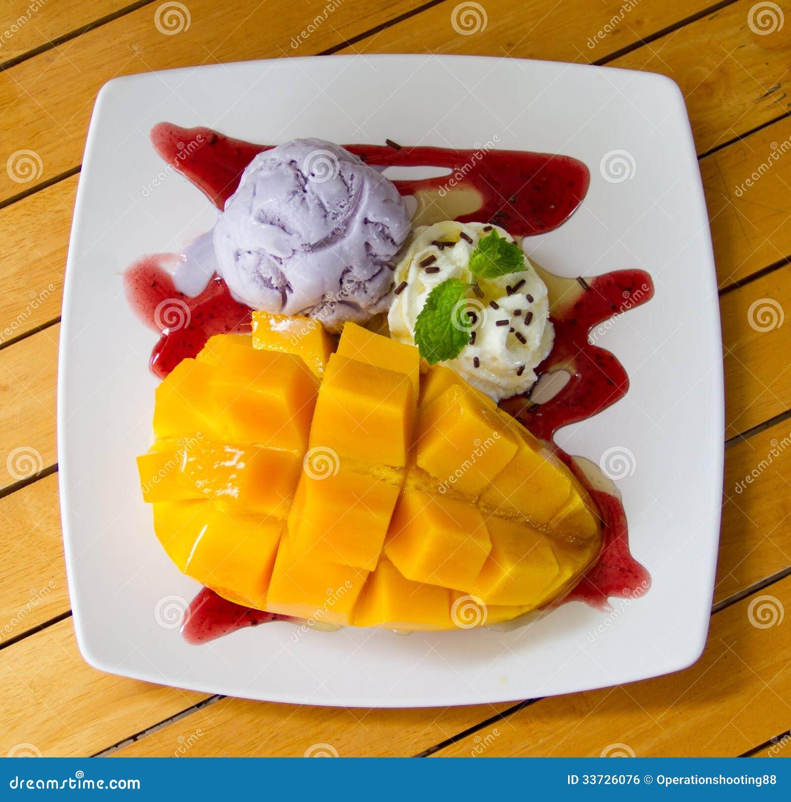 Мороженое таро с зрелым мангоом
