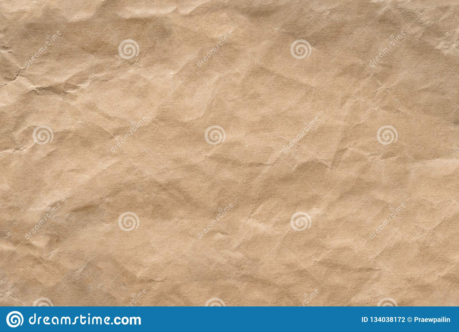 Морщинка Брайна рециркулирует бумажную предпосылку Была скомкана и creased текстура бумаги ремесла
