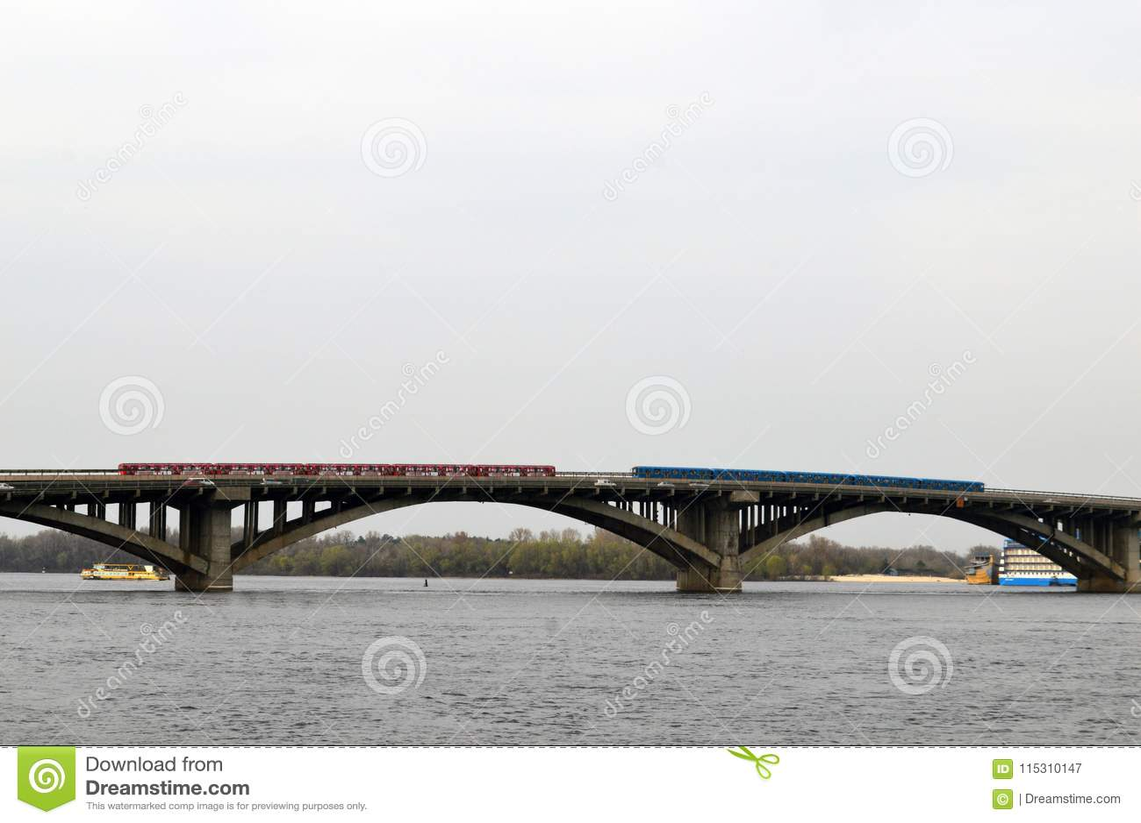 Мост над рекой Dnieper