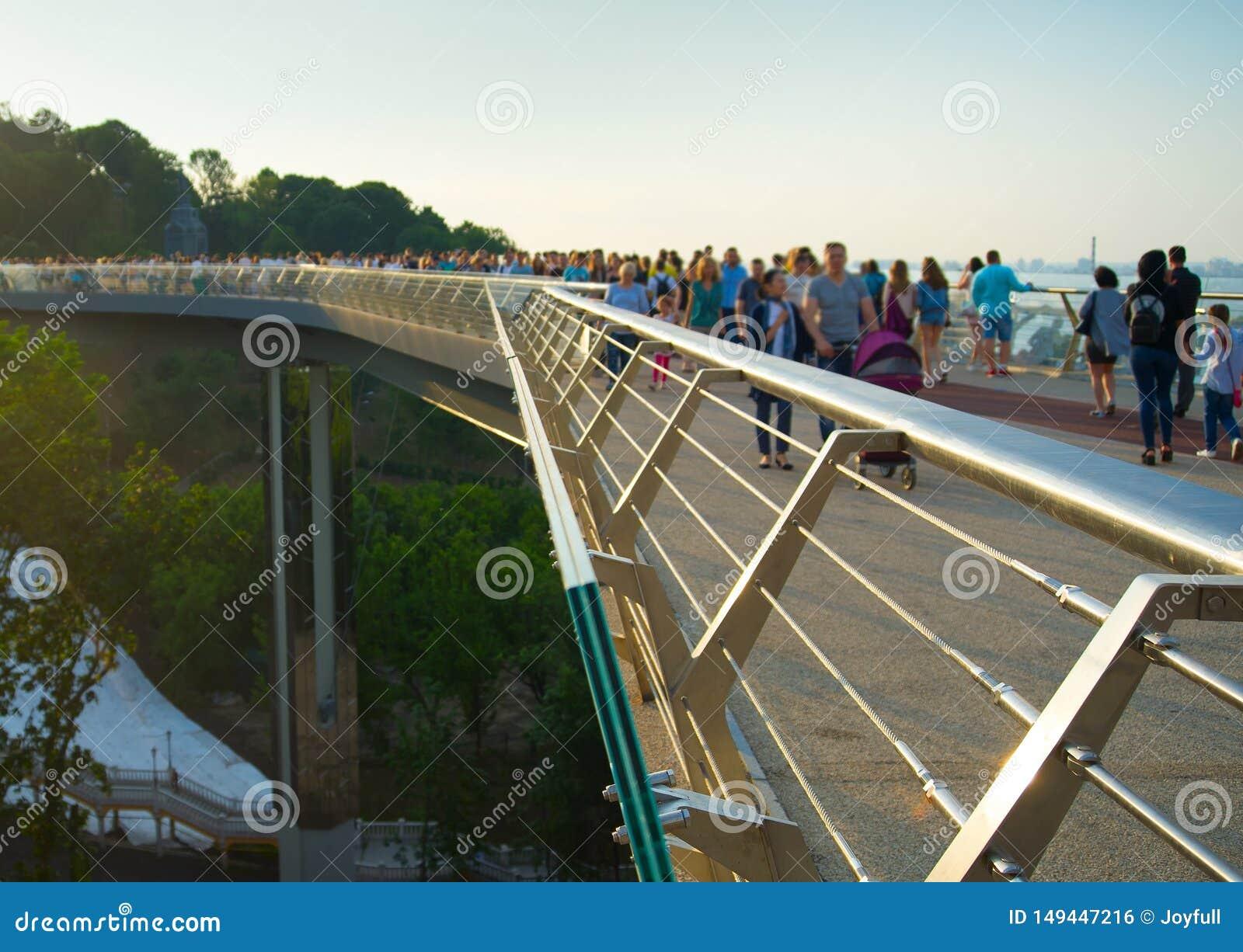 Мост Пешеход-велосипеда Киева новый