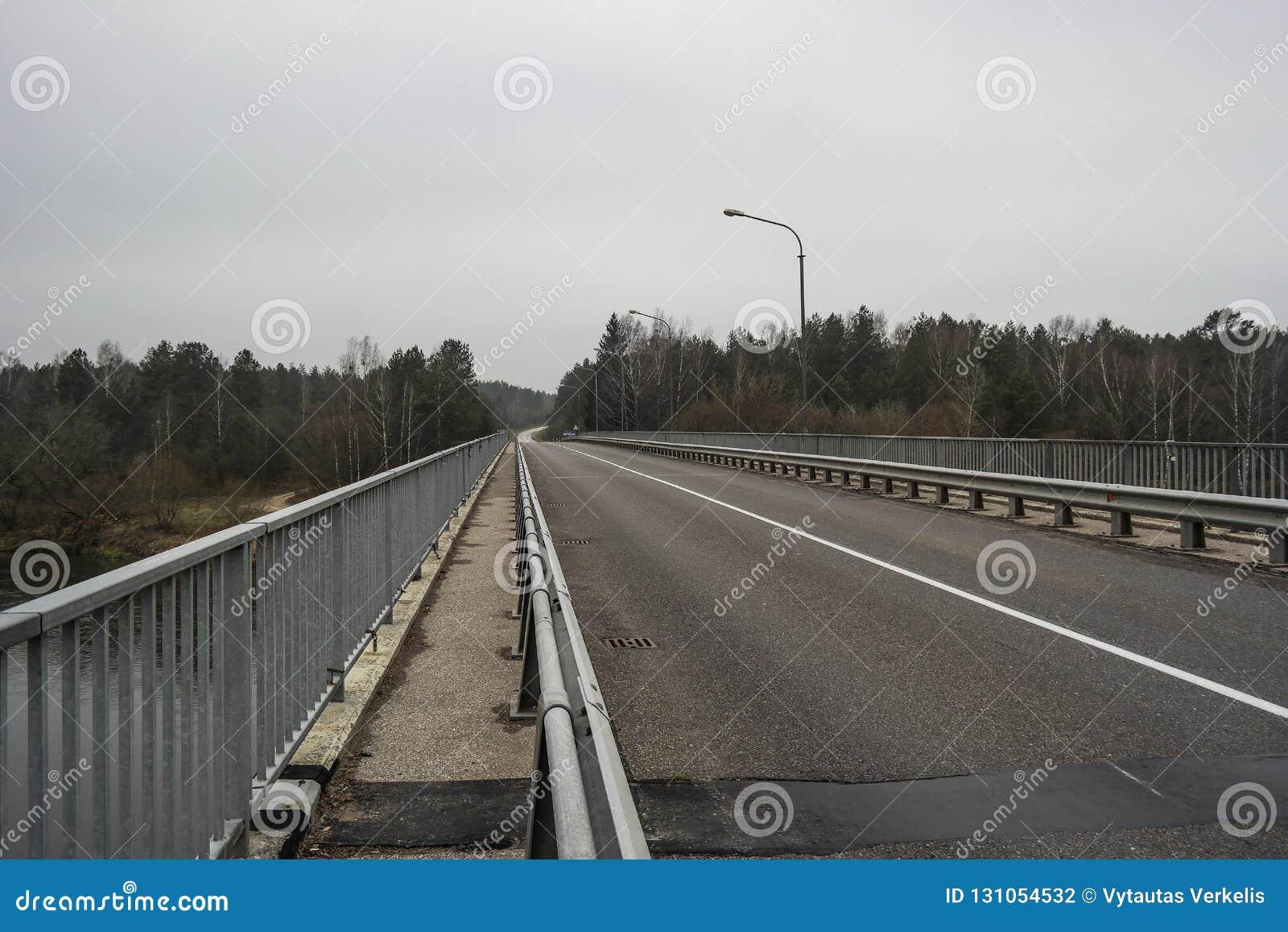 мост пустой Сельская местность осени Подавленное настроение пусто
