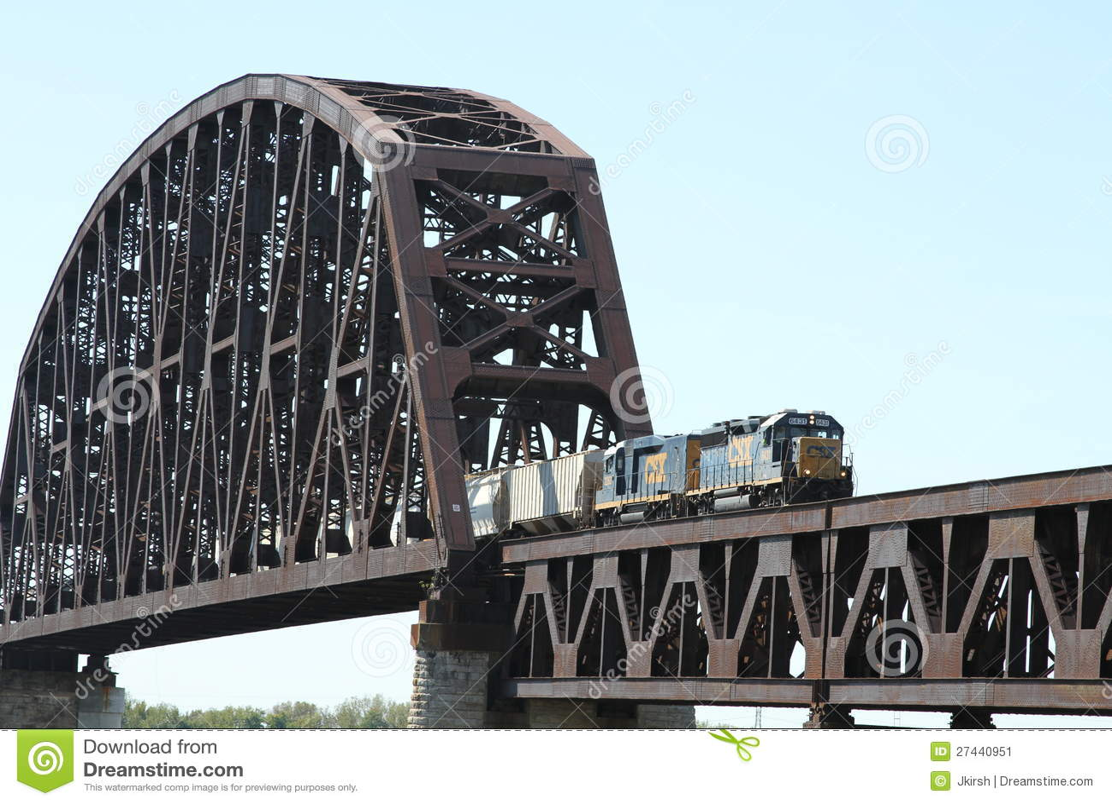 Мост реки железной дороги скрещивания поезда