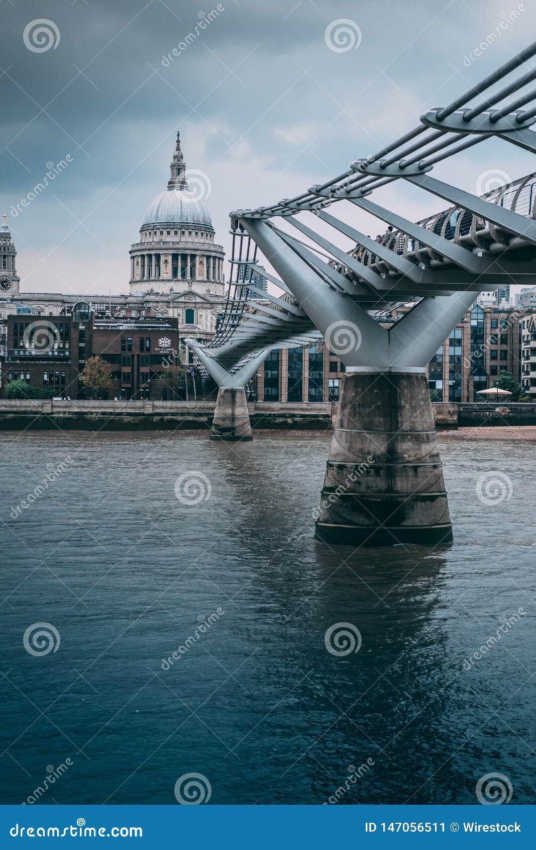 Мост собора St Paul Лондона