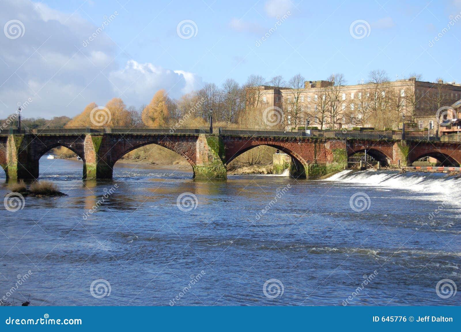 Download мост старый стоковое фото. изображение насчитывающей вода - 645776