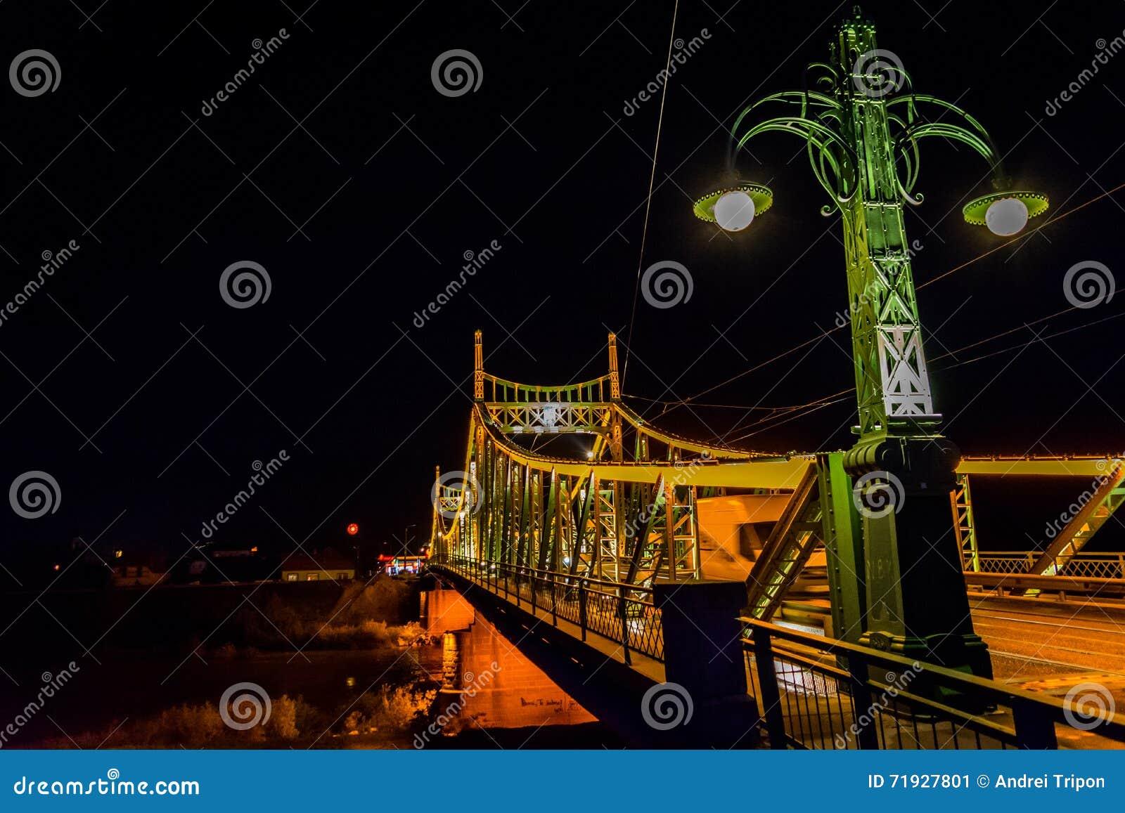 Мост Arad Traian, фото nighttime Румынии
