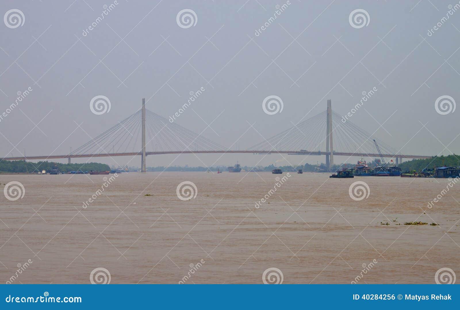 Мост Binh в Хайфоне