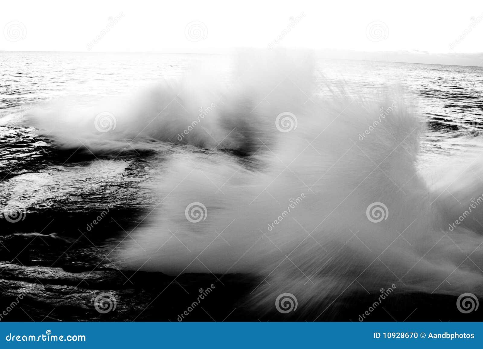 мощная волна утесов