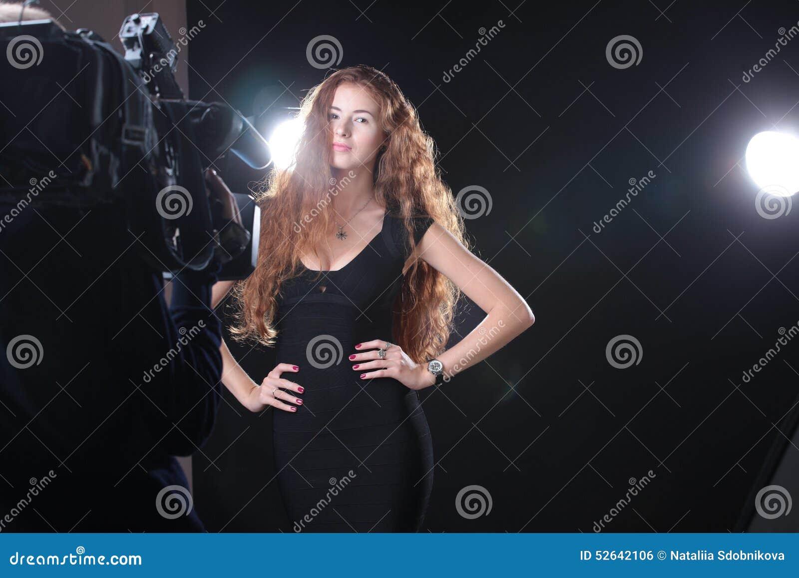 моделирование милой женщины