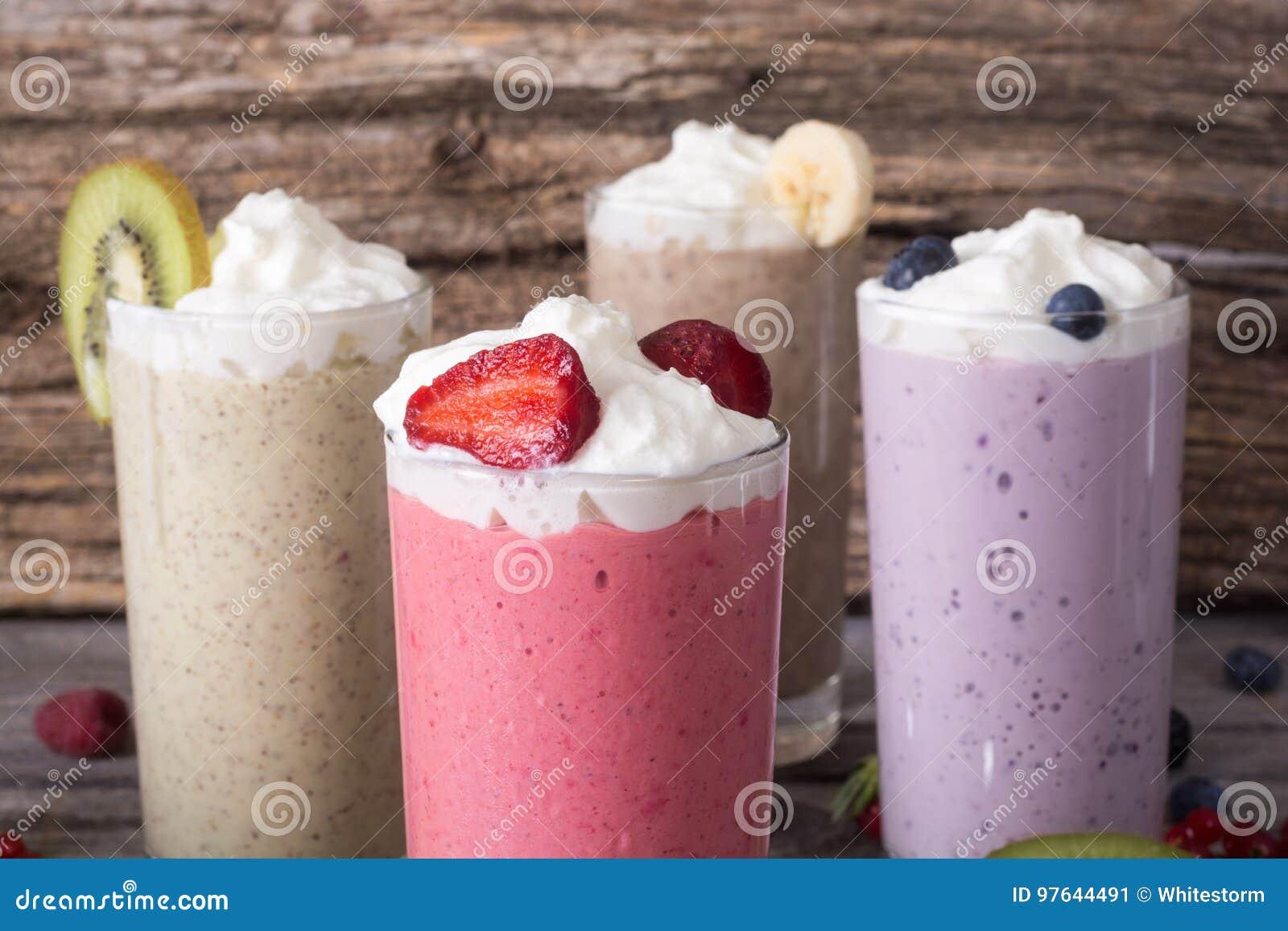 Молочный коктейль с ягодами