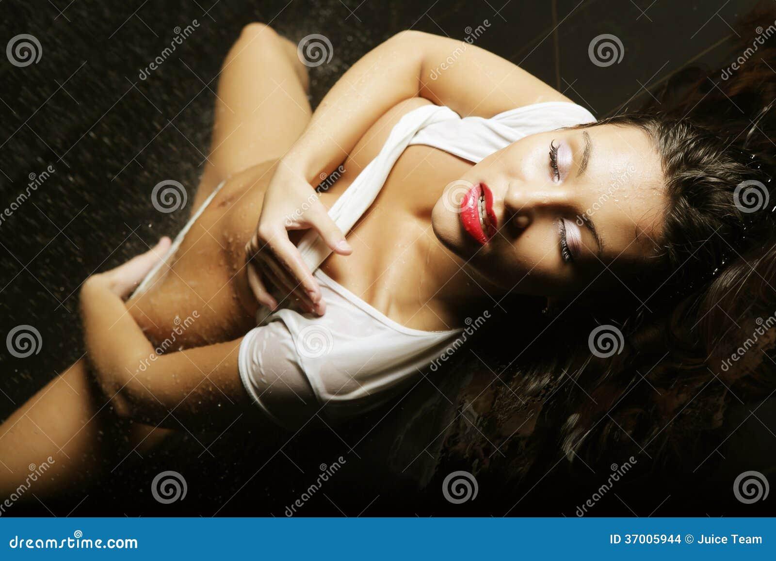 Выразительная сексуальность красотки