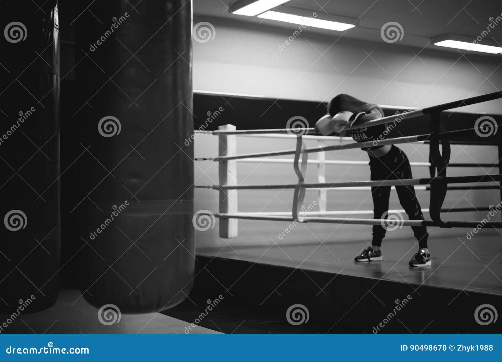 Черно белое фото мужской спины номинант