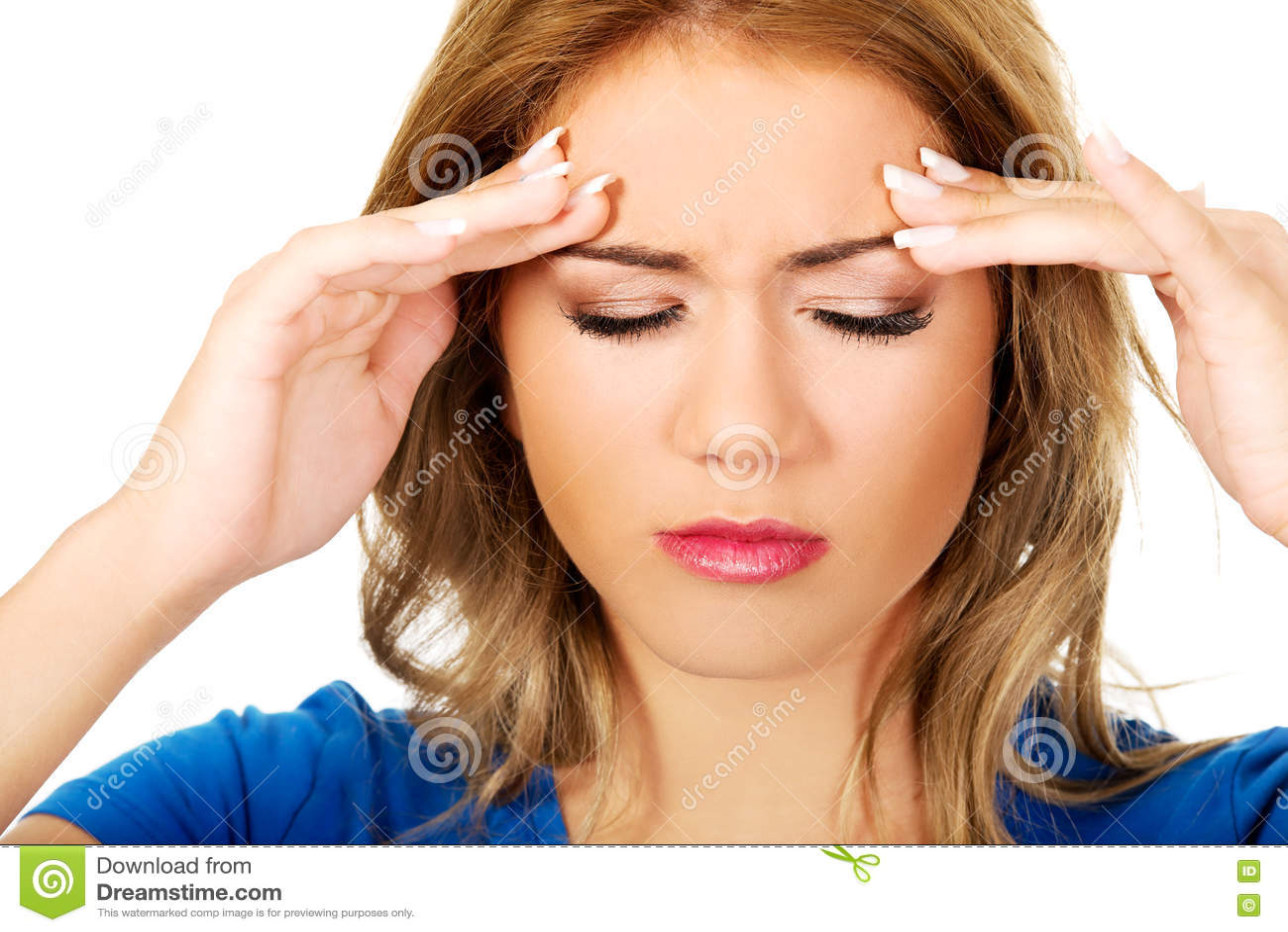 Молодая женщина с головной болью