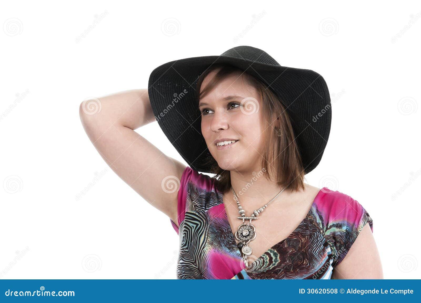 Молодая женщина с шляпой
