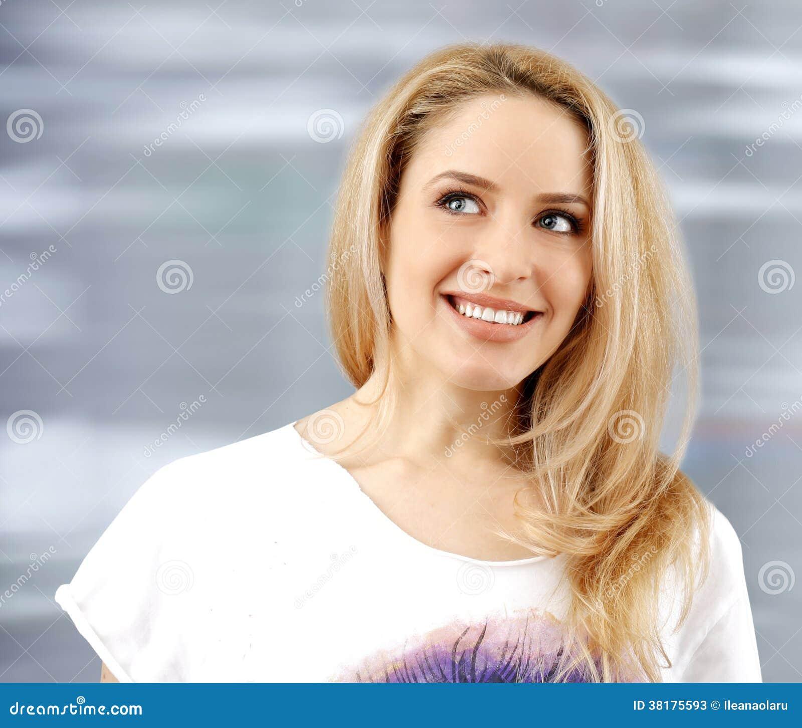 Молодая красивая женщина