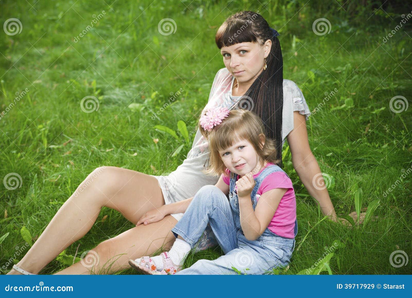 Мамочка молоденькая