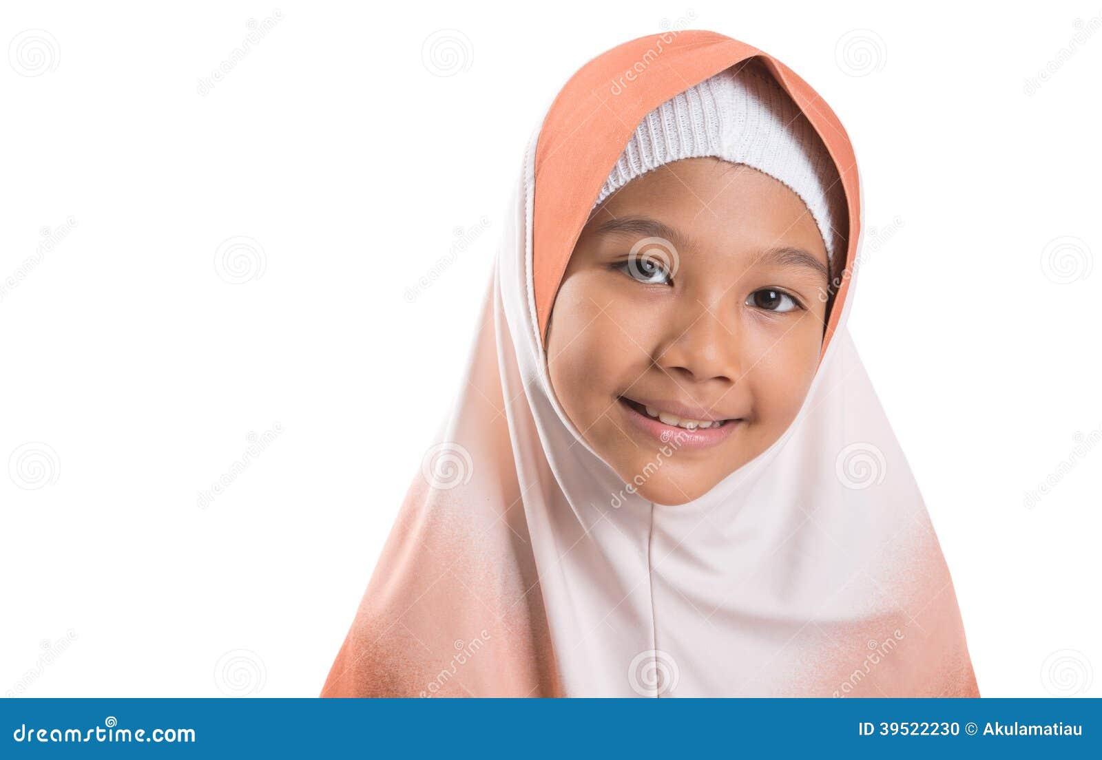 Молодая мусульманская девушка с Hijab i