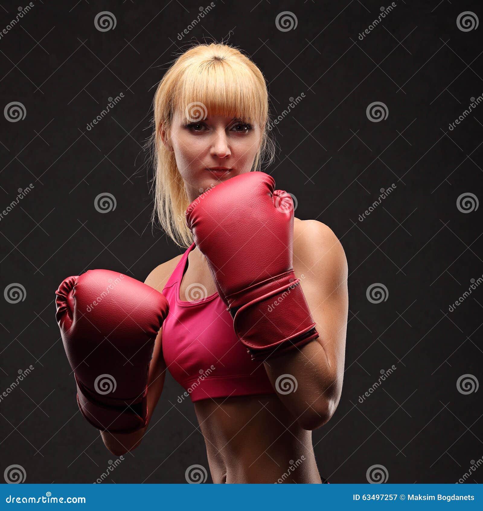 соседи все девушка в боксерских перчатках с большой грудью все началось, когда