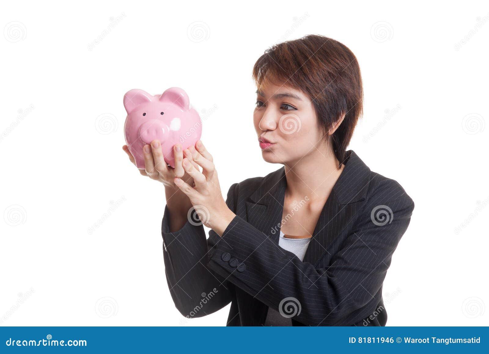 Молодой азиатский поцелуй бизнес-леди розовый банк монетки
